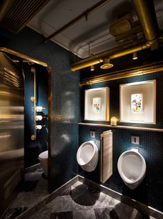 Bibo StreetArt Restaurant in Hong Kong by YWC magazine Restaurant Bad, Design Bar Restaurant, Restaurant Bathroom, Toilet Restaurant, Man Bathroom, Bathroom Toilets, Washroom, Bad Inspiration, Bathroom Inspiration
