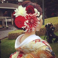 #和装 #和装ヘア #お色直し #色打掛 #生花 #wedding #weddingstyle #hair #ヘアメイク #ヘアスタイル #ヘアーアレンジ #プレ花嫁 Wedding Kimono, Japanese Wedding, Hair Arrange, Japanese Hairstyle, Traditional Fashion, Japanese Beauty, Hair Ornaments, Kimono Fashion, Headdress
