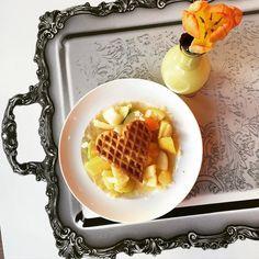 Fast wie ein Frühstück am Bett. Sonntagsbrunch im #ibishotelparkstadt. #waffelliebe #waffel #waffeln #meinewaffel #münchen #munich #healthy #love #liebe #tulip #tulpe #breakfast #frühstück #gesund #fastewiefrühstückambett #contest