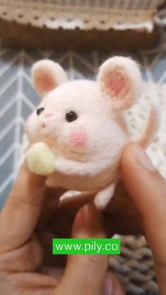 Needle Felted Animals, Felt Animals, Cute Baby Animals, Needle Felting Supplies, Needle Felting Tutorials, Cute Crafts, Felt Crafts, Felted Wool Crafts, Felt Diy
