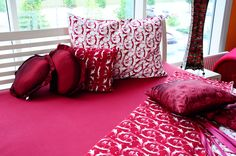 Sheets Throw Pillows, Bed, Home, Toss Pillows, Cushions, Stream Bed, Ad Home, Decorative Pillows, Homes