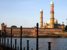 Taj-ul-Masajid--propertydirection