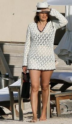 I can see myself wearing a beach ensemble like this, black bikini and white crochet cover up and a beach hat. Florida Outfits, Mariska Hargitay, Celebrity Sunglasses, Diana Dors, Flawless Beauty, Law And Order, Women Legs, Fashion Moda, Black Bikini