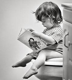 Las mamás nos preocupamos por que nuestros bebés comienzan a crecer y tardan en dejar el pañal; pero ¿existe una edad en la que deban dejar de los pañales? http://infantes.linio.com.mx/bebes/guia-como-hacer-que-el-bebe-deje-el-panal/