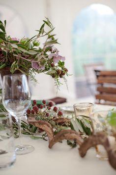 Tischdeko geburtstag rustikal  tischdekoration hochzeit blumendeko winter weiße kerzenständer ...