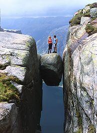 De beroemde Kjeragbolten bij de Lysefjord, Noorwegen - Foto: Terje Rakke/Nordic Life AS/Fjord Norway