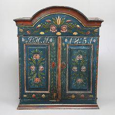 137805. VÄGGSKÅP, Allmoge, daterat 1851. – Auctionet  # Swedish  Peasantry