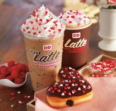 Heart-shaped Cookie Dough and Brownie Batter Donuts return to Dunkin' Donuts Coffee and chocolate lovers alike can enjoy the flavors of White Chocolate and Raspberry in Dunkin' Donuts' new White Chocolate Raspberry Lattes, topped with festive. Bebidas Do Starbucks, Starbucks Drinks, Starbucks Recipes, Chocolate Sprinkles, Chocolate Icing, Chocolate Lovers, Dunkin Dounuts, Yummy Drinks, Yummy Food