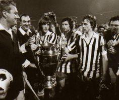 El Ajax reciben la Copa de Europa vestidos con los colores de la Juve (1973)