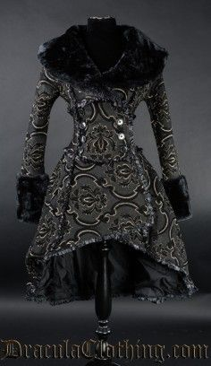 Queen Coat This is FAB!!!!!!!! WANT!