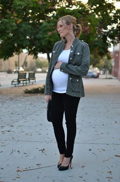 casual glamorous: Maternity Style // or...dark wash skinny jeans and black flats
