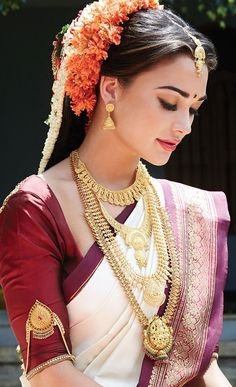 Amy Jackson looks stunning in this amazing bridal saree and jewellery. Just loved it. Indian Bridal Sarees, South Indian Sarees, Indian Bridal Fashion, Amy Jackson, South Indian Blouse Designs, Tamil Brides, South Indian Weddings, South Indian Bride Jewellery, South Indian Wedding Saree