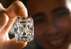 The Archduke Joseph Diamond, one of the rarest and most famous. The carat diamond, with perfect color and internally flawless clarity, came from the ancient Golconda mines in India Gem Diamonds, Colored Diamonds, White Diamonds, Jewelry Auctions, Latest Jewellery, Jewellery Sale, Rocks And Gems, Rough Diamond, Diamond Are A Girls Best Friend