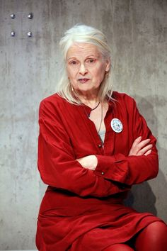 Vivienne Westwood is a British fashion designer known for her provocative clothing. With her partner Malcolm McLaren she extended the influence of the punk music movement into fashion. Runway Fashion, Fashion News, Fashion Brands, Fashion Outfits, Fashion Designers, God Save The Queen, Beautiful Old Woman, Beautiful People, Advanced Style
