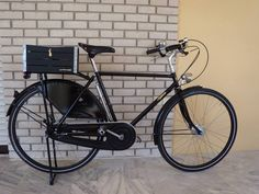 Just Amazing! Pashley Roadster Sovereign with Soma Okami (non-leather) saddle and Gothamcargo.Thank you Yorgos!