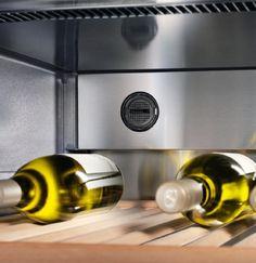 Adega de piso e embutir WS 17800 em inox, com 3 zonas de temperatura para 178 garrafas, 192 cm X 70 cm X 74,2 cm (A x L x P). - Filtros de Carvão Ativado: presentes nas três zonas de temperatura. Purificam o ar que entra na adega retirando os odores externos para perfeita preservação dos sabores e aromas originais dos vinhos. #LIEBHERR #ADEGA #VINHOS