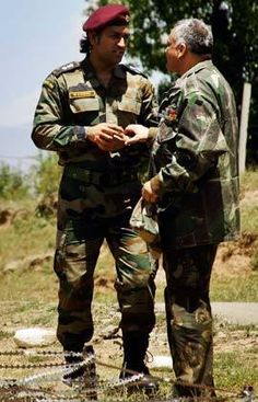Dhoni in Border Pawan Kalyan Wallpapers, Dhoni Wallpapers, Test Cricket, Cricket Sport, Cool Pictures, Cool Photos, Amazing Photos, Me Dhoni, Indian Army Special Forces