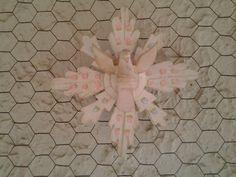 Pátina provençal e pequenas flores em pintura gestual. Oficina Artesanal Pra Casa - Cláudia Andre