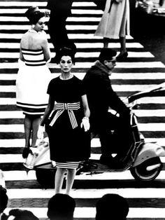 NINA + SIMONE, PIAZZA DI SPAGNA, ROME (VOGUE), 1960