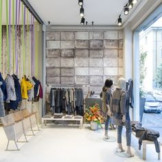 Retail design Minimalism.The flow of this retail space promos tranquility which forces consumers to feel like they've walked into a the walk-in closet  of a Home and Garden spread. #StudioIsaccoBrioschi, Bergamo - Italy