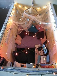 It's a cool cubicle decorating idea for holiday. 20 Creative DIY Cubicle Decorating Ideas, http://hative.com/creative-diy-cubicle-decorating-ideas/,