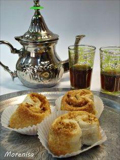 Hoy tomaremos unos dulces árabes. F áciles de hacer, sus ingredientes son muy sencillos de conseguir. Se trata de unos pastelitos de ... My Favorite Food, Favorite Recipes, Arabian Food, Cooking Cake, Sweet Pastries, Cookies And Cream, Sweet And Salty, Mini Cakes, International Recipes