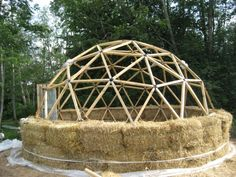 Green, cheap and efficient straw bale dome homes :) - Energetic Forum Natural Building, Green Building, Building A House, Earthship, Dome Geodesic, Sustainable Architecture, Architecture Design, Residential Architecture, Contemporary Architecture