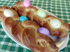 Italian Easter Bread...looks delicious and makes a pretty centerpiece before being devoured!