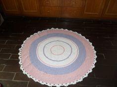 tapete confeccionado em croche,utilizadon barbante de algidão. |Produto lavável <br>cores: branco, rosa claro e lilás <br>pode ser encomendado em outros tamanhos e cores