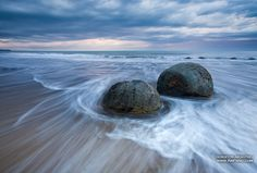 Moeraki boulders, New Zealand • 360° Panorama These enigmatic huge boulders of the right spherical form with the diameter from 1 up to 2 meters are located on the Eastern Coast of New Zealand, on the shore of the Pacific Ocean, in the place named Moeraki. Under certain circumstances they have more than surrealistic view. …