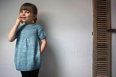 Ravelry: Bulle pattern by karen Borrel Knitting For Kids, Baby Knitting Patterns, Baby Patterns, Knitting Projects, Knitting Tutorials, Crochet Baby, Knit Crochet, Toddler Dress Patterns, Spinning Wool