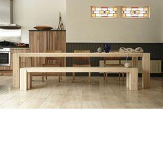 Hindrik Langshout eettafel van Pilat & Pilat. Hindrik Langshout van Pilat&Pilat is een robuuste en stoere eetkamertafel. De 'achternaam' Langshout betekent 'hout, gezaagd in de lengterichting van een boom'. Een mooi detail is het blad dat aan de zijkanten schuin afloopt. Verkrijgbaar bij Gilsing Wonen in Zevenaar. http://www.gilsingwonen.nl/merken/pilatpilat
