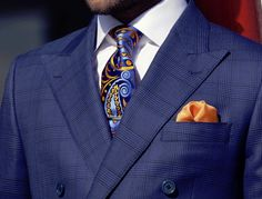 What a lively tie. Gentleman Style, Gentleman Fashion, Mens Fashion, Sharp Dressed Man, Well Dressed Men, Blue Suit Men, Suit Shoes, Tie And Pocket Square, Men Street