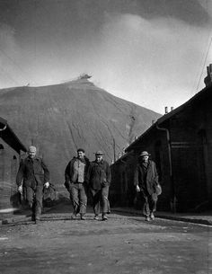 Robert Doisneau // Miners - Le terril, Lens 1945