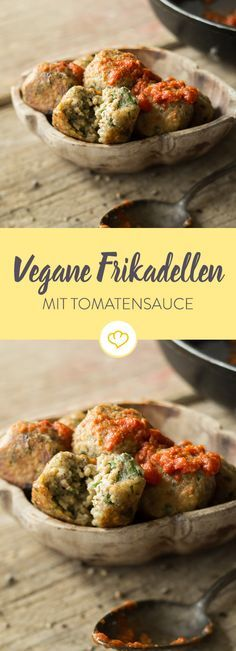 Vegan meatballs with tomato sauce-Vegane Frikadellen mit Tomatensauce One likes to steal one of the meatless meatballs from the pan. Parsley, garlic and oregano provide the necessary flavor. Veggie Recipes, Seafood Recipes, Pasta Recipes, Dinner Recipes, Meatless Meatballs, Vegan Meatballs, Vegan Vegetarian, Vegetarian Recipes, Vegan Food