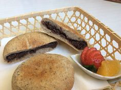 Thinly baked natural yeast bread filled with home made anko! Great for a snack! 天然酵母平焼きあんぱん 手作りあんこを入れ両面を焼きあげました。やっぱり日本の味に感激!