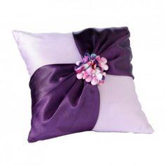 Elegante cuscino portafedi con strass, a soli € 32,50 per il tuo matrimonio in lilla! http://goo.gl/svJvWQ