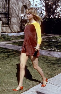 I arrived at this conclusion after watching 'The First Wives Club' and 'Housesitter' in tandem: Goldie Hawn is a style deity.