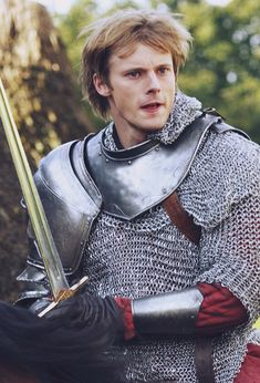 Bradley James (Arthur)