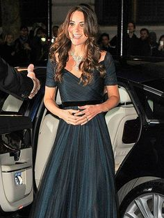The Duchess of Cambridge wows in a Jenny Packham gown and a gorgeous diamond necklace, on loan from Queen Elizabeth herself, at the National Portrait Gallery's Portrait Gala in London. http://www.people.com/people/gallery/0,,20785942,00.html#30101347