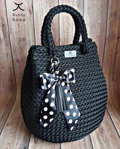I realy L O V E dots 🖤 Do we have here more dots lovers? Crochet Pants, Crochet Clothes, Knit Crochet, Crotchet Bags, Knitted Bags, Crochet Bag Tutorials, Crochet For Beginners, Crochet Handbags, Crochet Purses