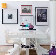 O vermelho vibrante contrasta com as outras molduras pretas, chamando a atenção nesta sala de almoço. Projeto do designer de interiores Francisco Cálio.