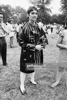 photographer-diane-arbus-poses-for-a-portrait-on-july-1-1967-in-park-picture-id534441346 (400×594)