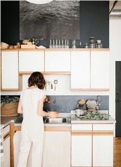 update style kitchen without replacing old cabinets