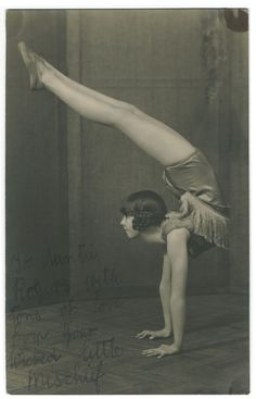 We Heart It の Vintage Carnival Contortionist Bending back Circus Vintage, Old Circus, Circus Art, Night Circus, Vintage Carnival, Vintage Circus Performers, Circus Acrobat, Circus Theme, Circus Aesthetic