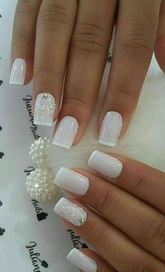 Elegant Look Bridal Nail Art Ideas On the wedding day all parts of the bride's body must be perfect, from the head to toes. The hairstyle that is in chic with the dress is very important, plus beautiful nails with a natural st… Nude Nails, Nail Manicure, Glitter Nails, Nail Polish, Ambre Nails, French Nail Designs, Nail Art Designs, Gorgeous Nails, Pretty Nails