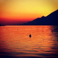 Buona serata #AmiciDelGarda [foto Diego Consolati] #LagoDiGarda #VisitLagoDiGarda #TramontiLagoDiGarda #TramontiSulGarda