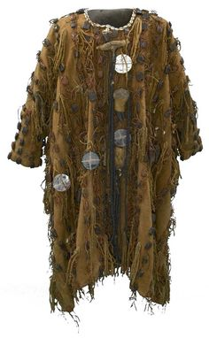 Hunter's Coat Africa: West Africa, Mali 1960 - mid-century cotton and leather, woven and adorned with amulets and shells Textile Museum, Art Textile, Conquest Of Mythodea, Tribal Costume, African Textiles, Larp, West Africa, Historical Clothing, Traditional Art