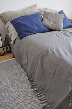 Minimalistyczne narzuty w stylu skandynawskim i loftowym