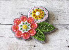 Broszka z filcu - Kreatywny-Zakatek - Broszki Flower Ornaments, Christmas Ornaments, Bulgarian, Felt Flowers, Hand Embroidery, Sewing Crafts, Hearts, My Favorite Things, Holiday Decor